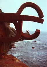 'Peine de los Vientos' sculpture