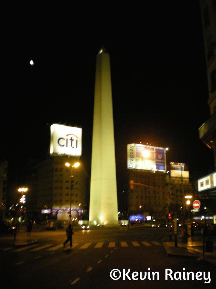El Obelisco at night