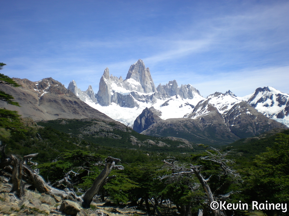 An overlook on the trail to Laguna de Los Tres