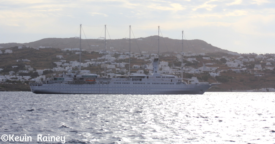 The msy Wind Surf arrives in Myknonos