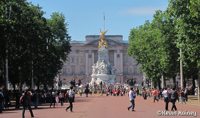 Approaching Buckingham Palace