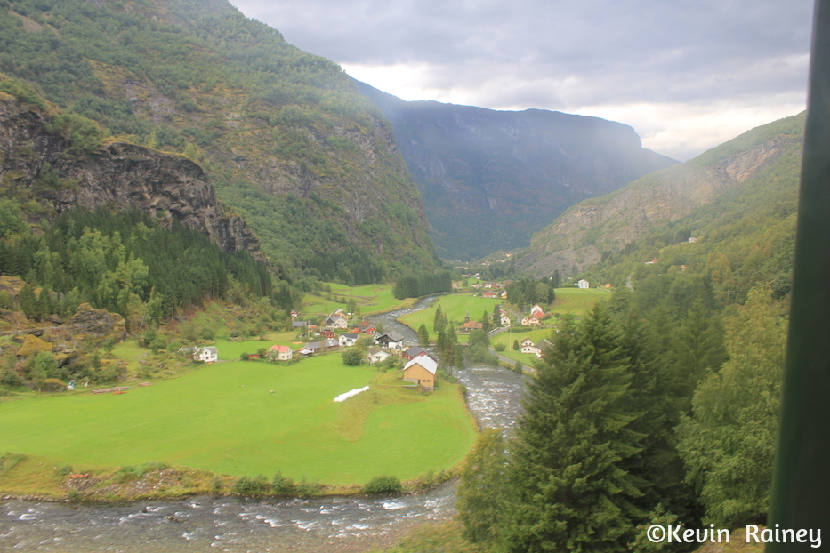 Arriving in the valley near Flåm